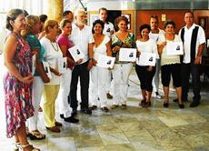 Graduados del Curso de Lengua, Historia y Cultura Gallega con su profesor.