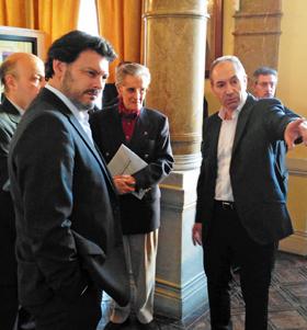 Rodríguez Miranda, izquierda, con Ramiro Cimadevila, derecha, en el Centro Galego de Lisboa.