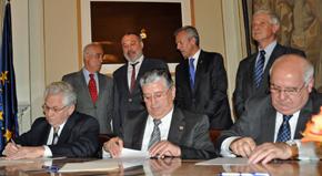 El acuerdo lo firmaron en octubre de 2015 el presidente del Hogar Español, Ángel Domínguez, el presidente de 'La Española', Gerardo García Rial, y el presidente de Casa de Galicia, Manuel Ramos.