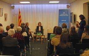 La consellera Meritxell Borràs en el encuentro con la colectividad catalana celebrado en la Delegación de la Generalitat en París.
