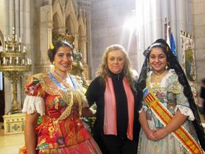 La fallera Florencia Morán, la presidenta de la Asociación, Mariela Martínez, y la Fallera Mayor, Agustina Morán.