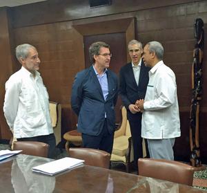 El embajador Juan Francisco Montalbán, Alberto Núñez Feijóo, el conselleiro de Economía de la Xunta, Francisco Conde, y el viceministro de Comercio Exterior e Inversión Extranjera, Antonio Carricarte.