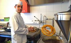 Sergio Galaso en su churrería.