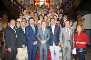 En el centro Juan Jesús Vivas y a su derecha Antonio Rodríguez Miranda con los miembros de la Federación.