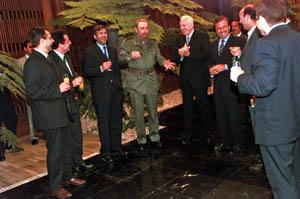El mandatario cubano con Francesc Antich, presidente del Govern balear.