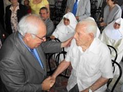 Areces saluda al veterano emigrante astur Constantino Díaz Luces, que ya cumplió cien años.