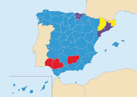 En azul las circunscripciones electorales donde ganó el PP, en rojo el PSOE, en morado Podemos y en amarillo ERC.