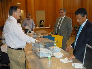 Escrutinio del voto emigrante en la Junta Electoral Provincial de A Coruña el pasado 29 de junio.