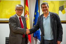 Ignacio Ybáñez y Enric Garriga firmaron el convenio.