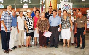 La Junta directiva presidió la XII Xuntanza Estradense. En el centro, la presidenta, Gódula Rodríguez.
