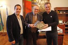 El intendente Héctor Gay, derecha, junto a Antonio Moreno y Alejandro Álvarez Iorio.