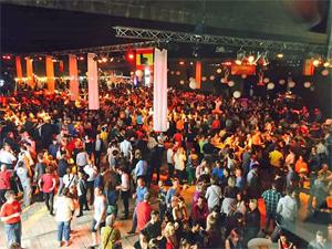 Miles de personas acudieron al Bocadero, en el puerto de Amberes, donde se celebró la Feria Andaluza.