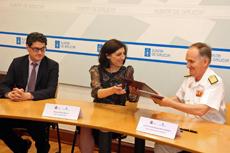 Ángeles Vázquez, conselleira do Medio Rural, y el director general de Política de Defensa del Ministerio, almirante Juan Francisco Martínez, firmaron el convenio de colaboración.