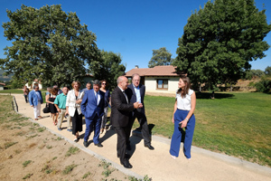 El presidente de la Junta, Juan Vicente Herrera, durante su visita al nuevo centro de formación y turismo rural 'Altair'.