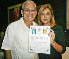 Manuel J. Vallejo y la cónsul Laura López.