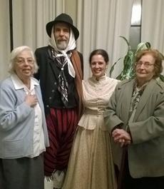 El matrimonio recibió el cariño de los emigrantes canarios.