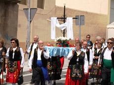 La Cruz de Mayo en procesión.