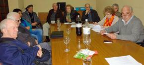 Méndez, primero por la derecha, junto a otros integrantes de la agrupación Alfonso Castelao-Por un nuevo Centro Gallego de Buenos Aires.