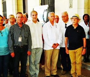 El director del Museo de la Revolución, José Andrés Pérez Quintana, el embajador español Juan Francisco Montalbán, el comisario de la muestra Miguel Ángel Alvelo, y el nuevo cónsul general, Carlos Pérez-Desoy.