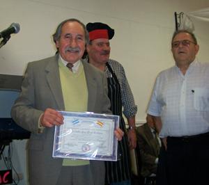 Carlos Jaime Lloret Rodríguez recibió la distinción 'Personalidad destacada de la colectividad'.