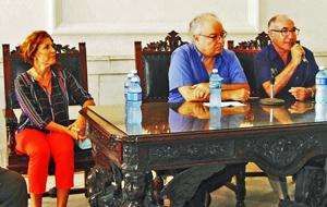 Martha de Blas, Carlos Pérez-Desoy y Jesús Chacón en un momento del acto.