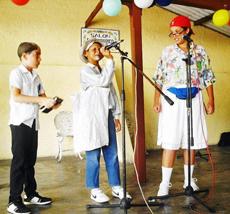 En la actividad se presentó el grupo infantil 'Amiguitos de Orense' con 'Vivir del cuento'.