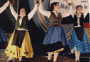 Integrantes del Ballet Oficial de la entidad.