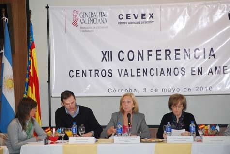 Lucas Sancho y Mabel Manglano (centro) en la Conferencia.