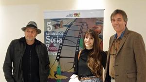 Muñiz y Gonzalo junto a Maria Silvia Esteve, ganadora del concurso para estudiantes Tres Uno.