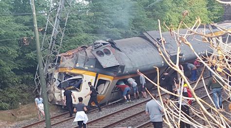 Estado en el que quedó el tren tras el accidente.