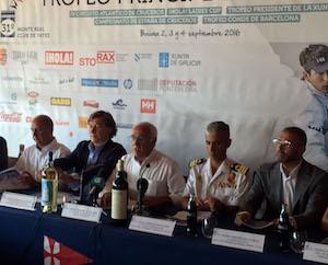 El director general de Terras Gauda, Enrique Costas (1º por la derecha), en la presentación de esta nueva edición de los premios.
