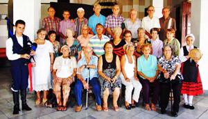 Foto de familia de los emigrantes 'Asturianos en La Habana 2016'.