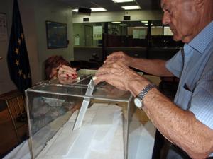 Votando en el Consulado de Caracas.