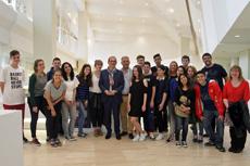 Los alumnos con Anxo Lorenzo y Valentín  García en la Cidade da Cultura.