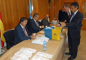 Escrutinio del voto exterior el lunes 3 de octubre en la Junta Electoral Provincial de A Coruña.