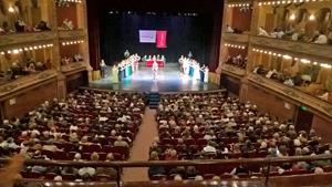 Una masiva concurrencia colmó el aforo del magnífico Teatro Avenida.