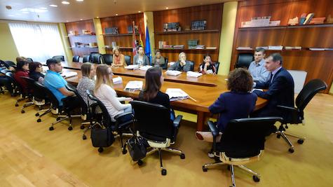 José Manuel Herrero recibió a los beneficiarios leoneses de los programas Añoranza y Raíces.