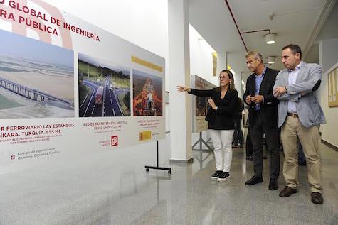 La conselleira Ethel Vázquez, durante la visita que realizó a la exposición 'Empresas españolas construyen el mundo'.