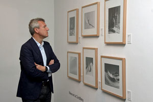 Rueda visitó la muestra sobre el fotógrafo José Suárez.