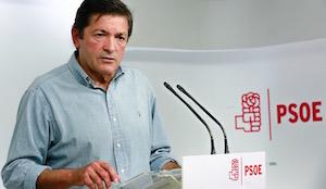 El presidente de la gestora, Javier Fernández, explicó la decisión del PSOE.