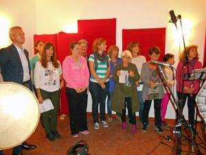 El vicepresidente en funciones de la Xunta, izquierda, junto a los demás participantes en la grabación del disco.