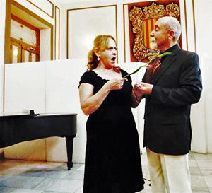 La soprano Elina Calvo y el tenor Alberto Llovet en un momento del recital.