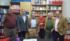 Ángel Llorente de la Mata, tercero por la izquierda, con otros miembros de Apoyar.