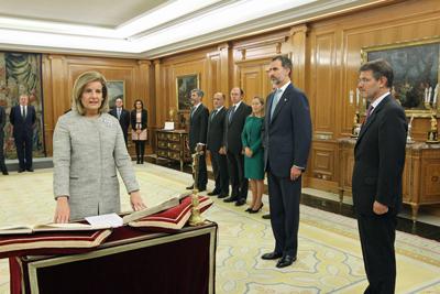 Fátima Báñez juró su cargo ante el rey Felipe VI el viernes 4 de noviembre en el Palacio de La Zarzuela.