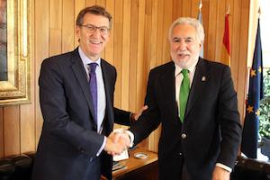 Miguel Santalices recibió a Alberto Núñez Feijóo tras finalizar su ronda de consultas sobre la investidura con los grupos parlamentarios.