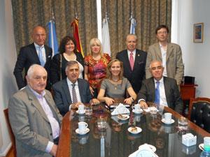 Marina del Corral y Aurelio Miras Portugal con los directivos de Ospaña.