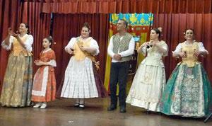 La actuación del conjunto de baile de la entidad fue muy aplaudida por la concurrencia.