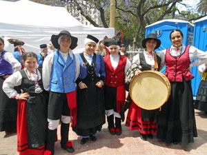 Los trajes tradicionales de cada autonomía pusieron color a la celebración.