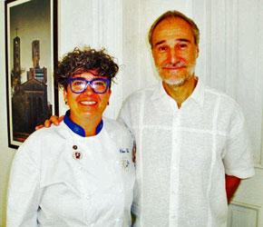 La chef Charo Val y el embajador de España en Cuba, Juan Francisco Montalbán Carrasco, en la inauguración de las jornadas.
