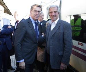 Núñez Feijóo recibió a Tabaré Vázquez en la estación de tren.